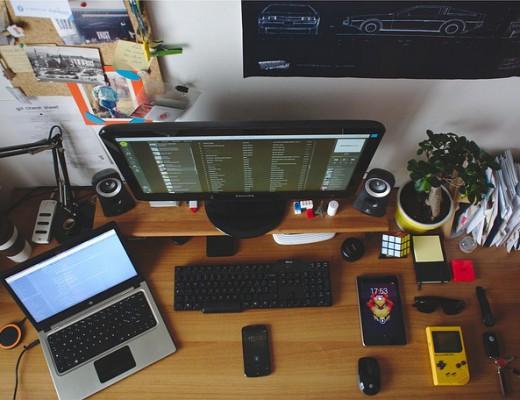 desk-699095_640
