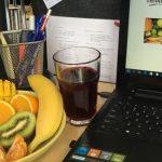 Przekąska biurowa – zalety zdrowego jedzenia podczas pracy