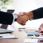 """Zawodowe rozstania i powroty – czy warto wrócić do """"starej"""" firmy?"""