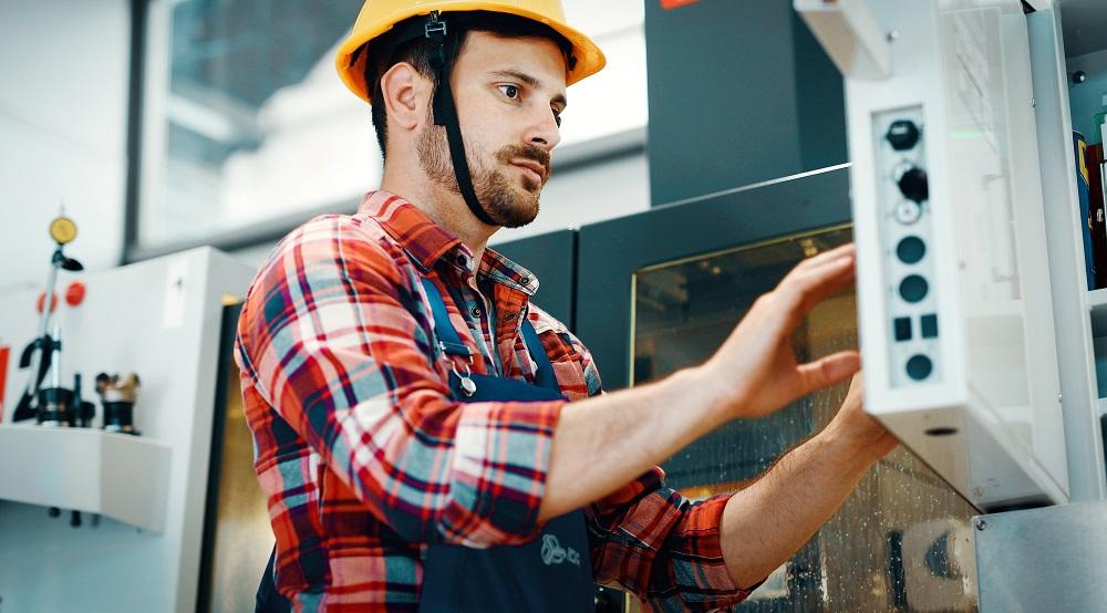 Nowoczesny przemysł potrzebuje specjalistów – jak wypełnić lukę kompetencyjną?