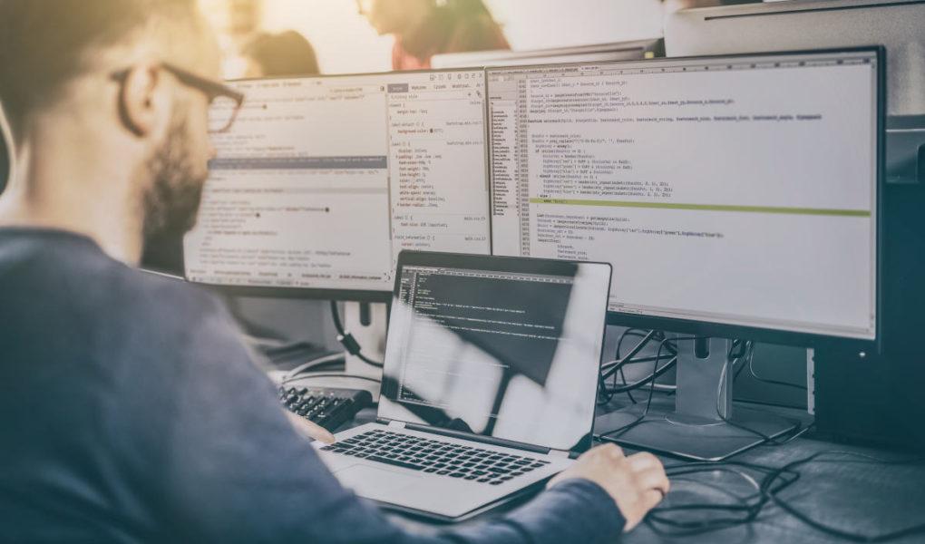 Zarobki w IT i najlepiej opłacani specjaliści – No Fluff Jobs podsumowuje I półrocze 2021 w branży